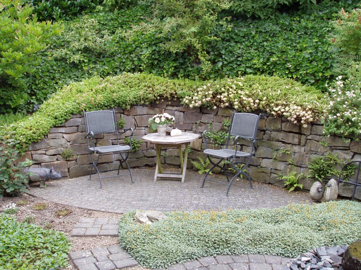 Gartensitzplatz b ro f r gartenarchitektur for Kleine kuche mit sitzplatz