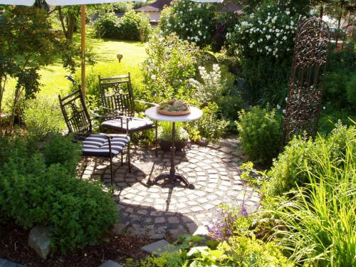Sitzplatz im Garten-004