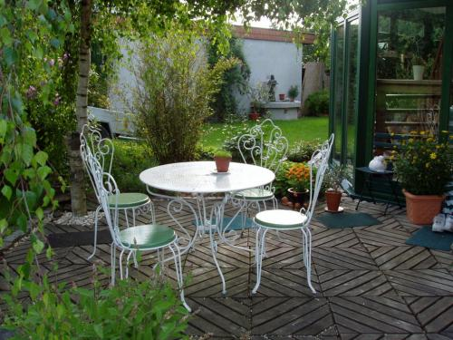 Sitzplatz im Garten-001